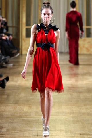 Распродажа платьев красных оттенков
