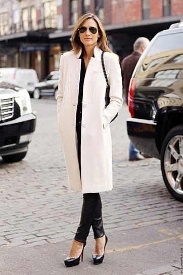 Что носить с белым пальто